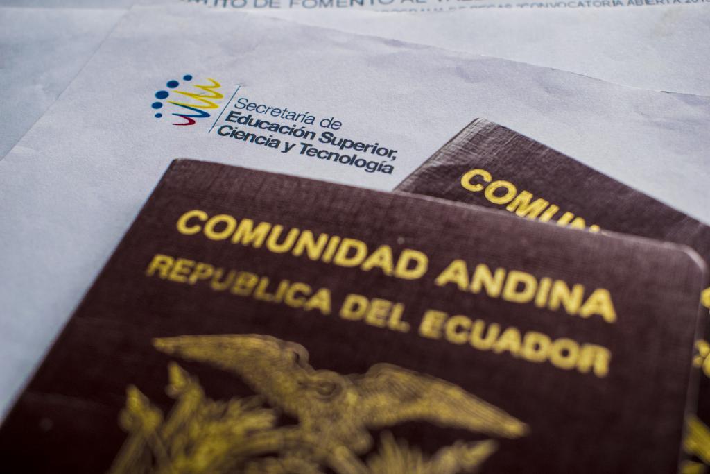 pasaportes_y_contrato_de_beca.jpg