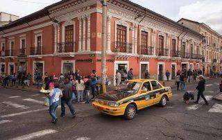 taxistas que protestan contra Uber y Cabify