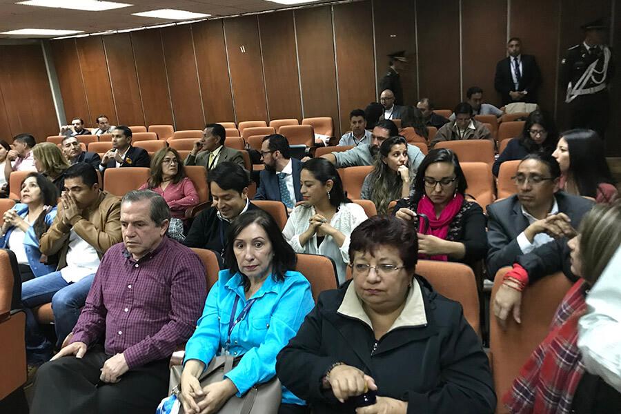 Ex autoridades simpatizantes de Rafael Correa asistieron a la audiencia. Fotografía de Sol Borja para GK.
