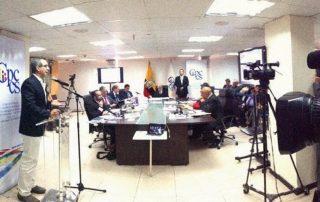 Gustavo Jalkh contra Julio César Trujillo: Jalkh fue a presentar Gustavo Jalkh fue a presentar descargos en el CPCCS frente a quien fue su profesor universitario