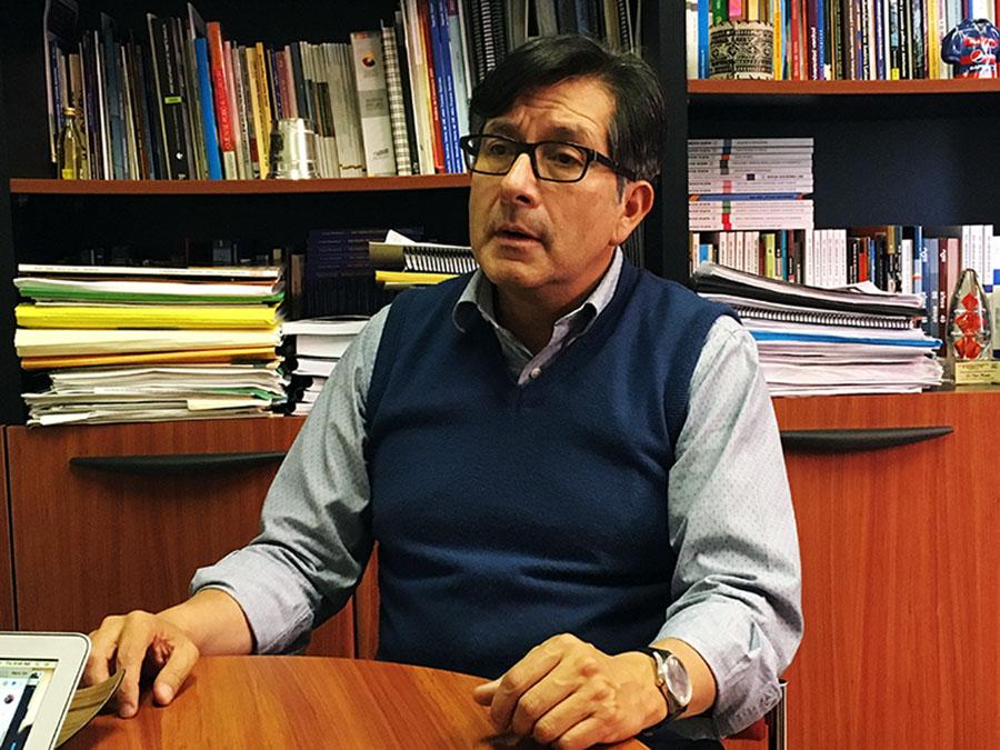 Montúfar se considera un hombre de centro izquierda pero su vínculo más mediático ha sido con el movimiento CREO, de derecha. Fotografía de José María León para GK.