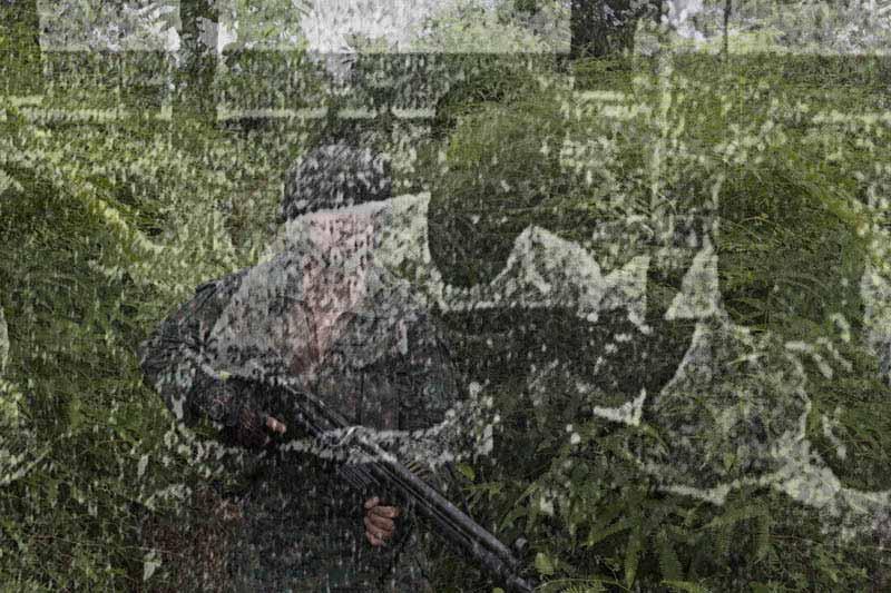 Fotografías sacadas de los informes de la Fiscalía que sistematizan la realidad de la zona de Esmeraldas junto a fotografías realizadas en los mismos lugares. Fotografía sacada de las redes sociales de uno de los sospechosos de colaborar con Guacho. Foto: Periodistas sin cadenas.