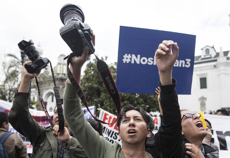 Periodistas protestan por compañeros secuestrados de El Comercio.