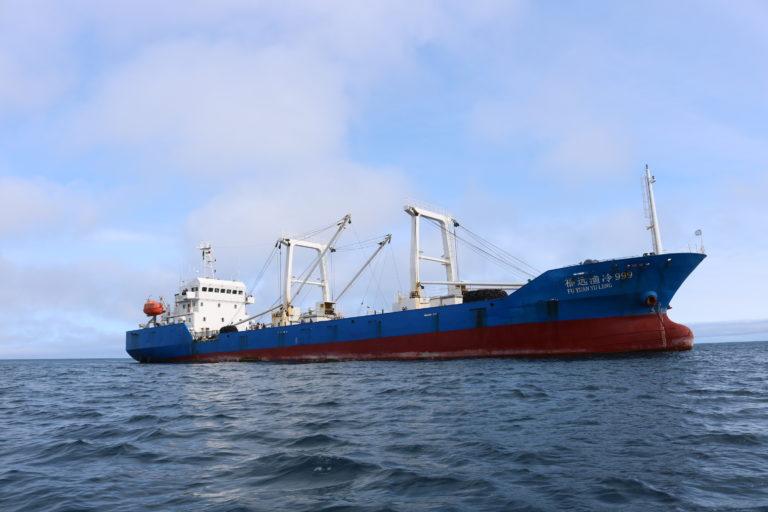 Barco chino en Galápagos