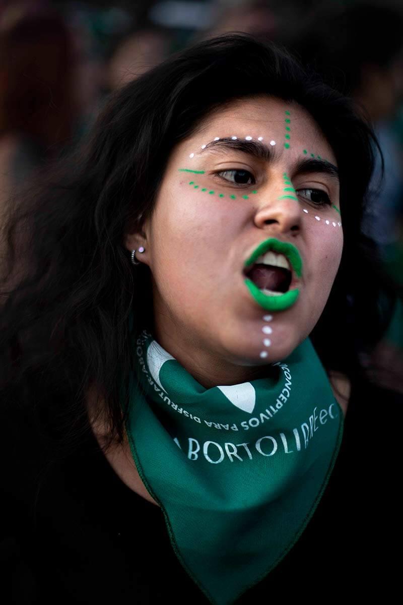 Manifestante en la marcha aborto libre 2018 en Quito, Ecuador