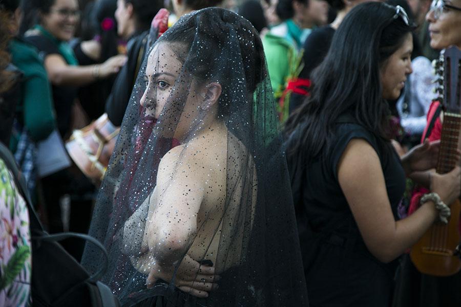 Disfraces, desnudos y escarcha en la marcha contra la violencia de género