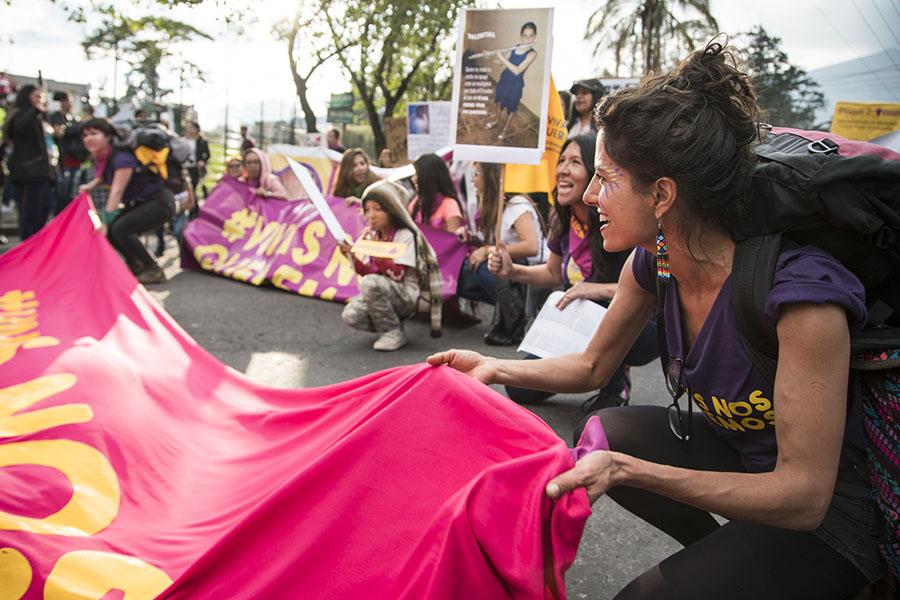 Mujeres marcharon para denunciar violencia contra la mujer