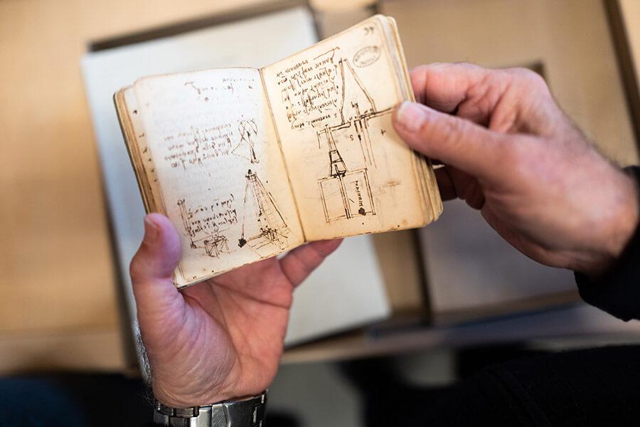 cuaderno de Leonardo Da Vinci