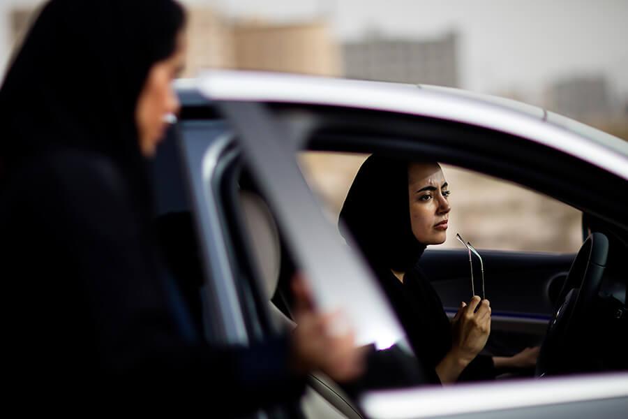 mujeres manejan en arabia saudita