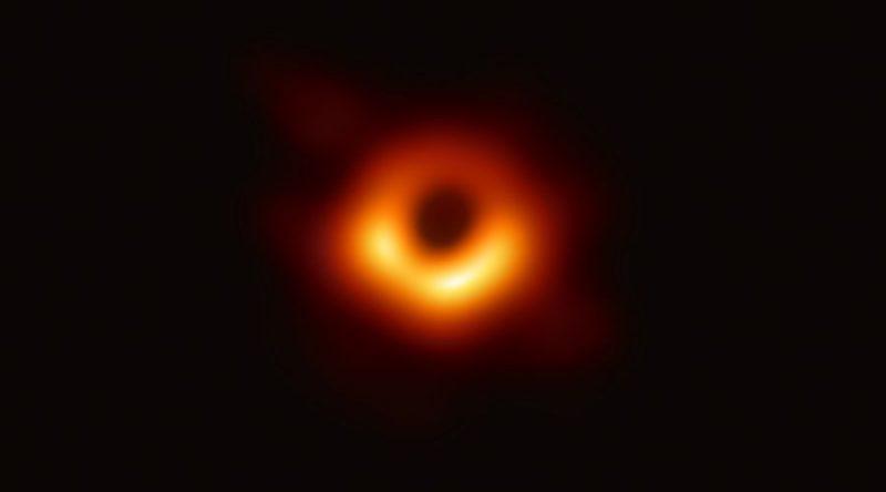 Primera imagen de un agujero negro, tomada en la galaxia Messier 87