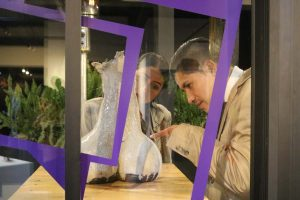 Desde hace cinco años, a través de una subasta de obras de arte, Grupo Entregas se convirtió en una de las empresas que ayudan a niñas en el Ecuador.