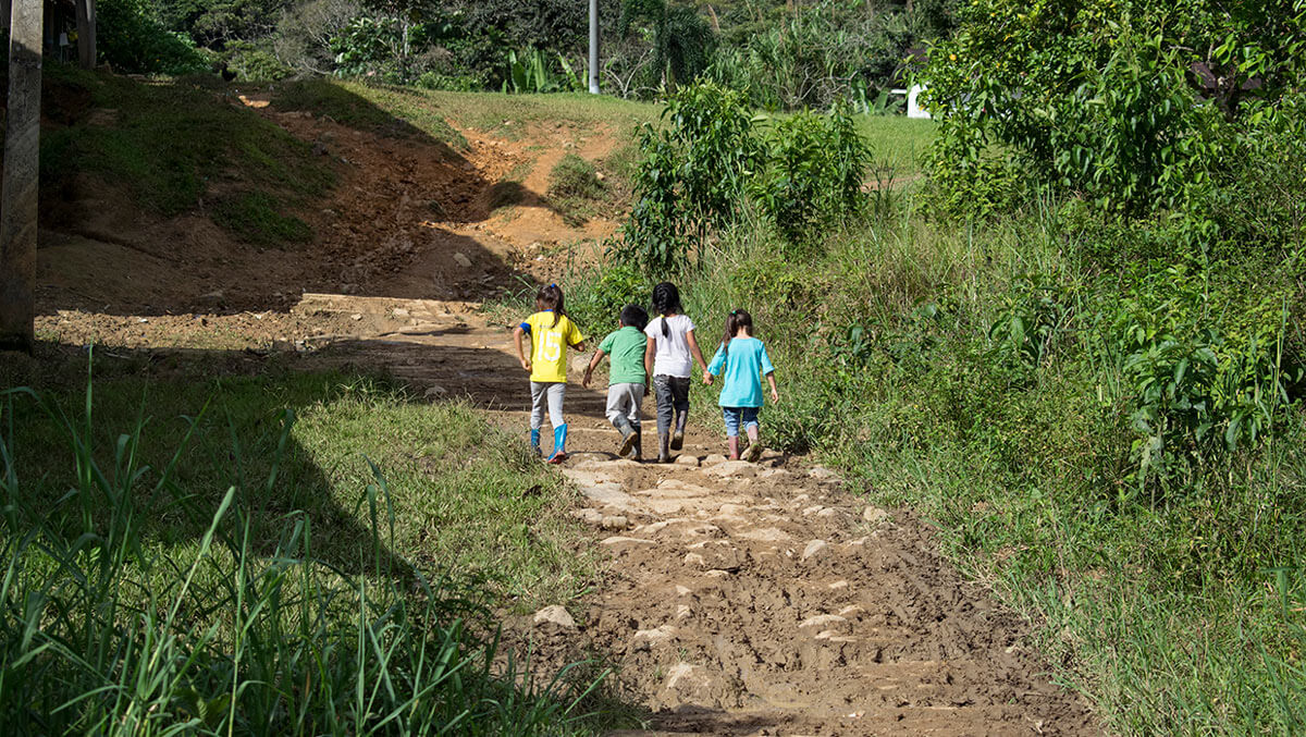 Niños de la comunidad Tsuntsuim, Ecuador