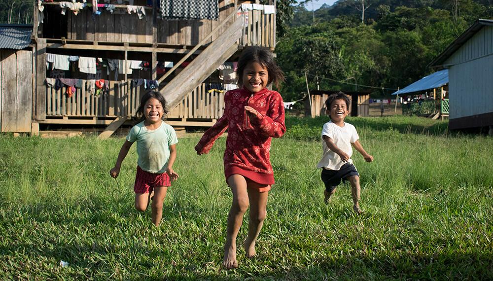 Niños de la comunidad Tsuntsuim