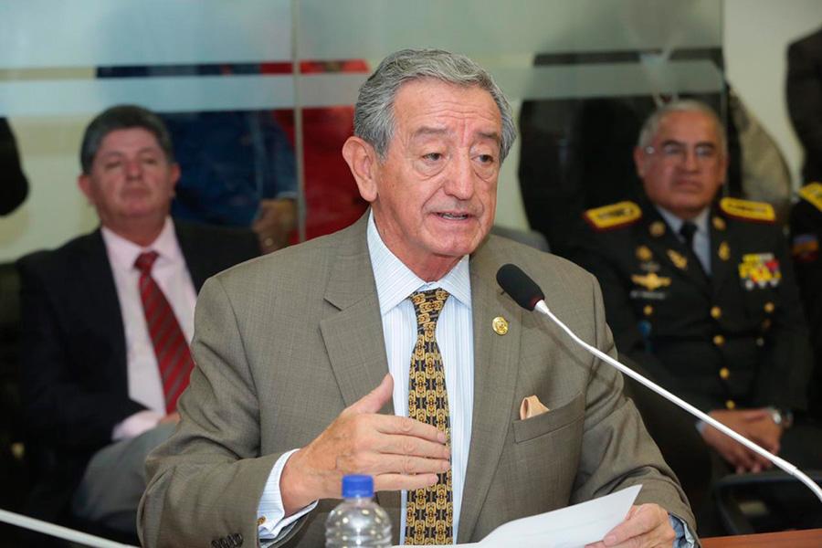 Oswaldo Jarrín habla en la Asamblea