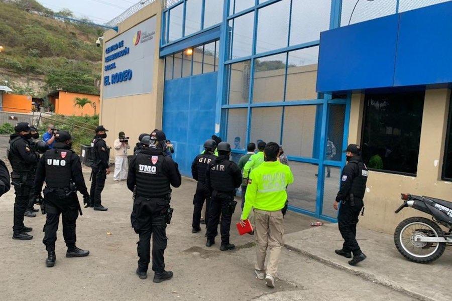 detienen a funcionarios de la cárcel El Rodeo