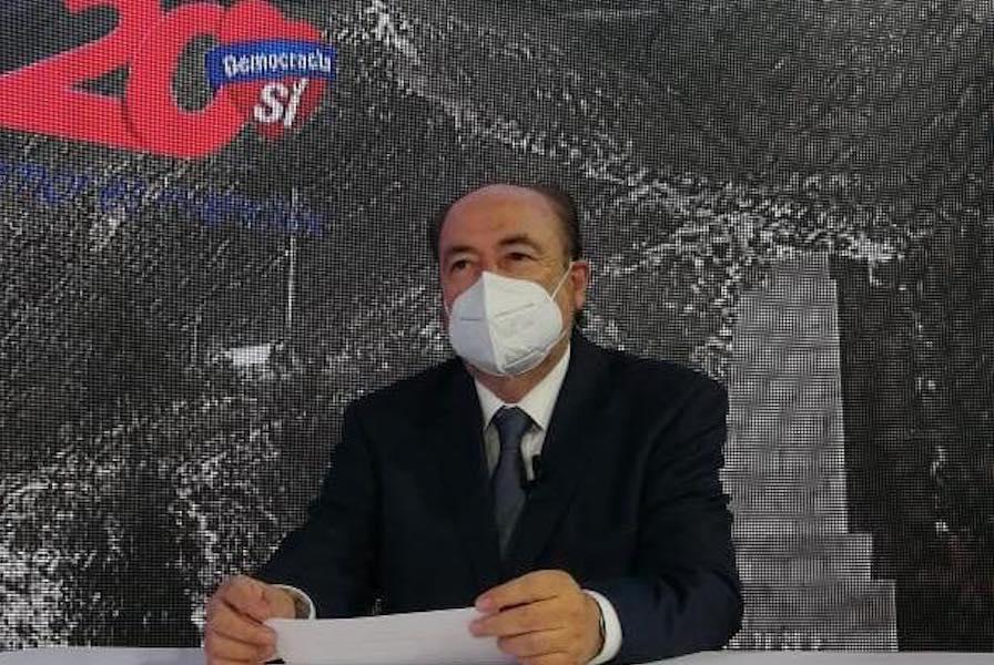 Gustavo Larrea es precandidato a la presidencia
