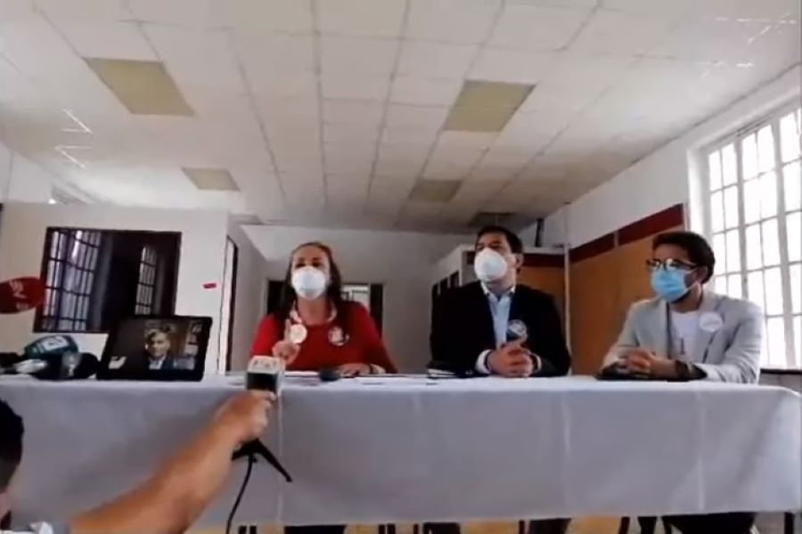 CNE rechaza la precandidatura de Rafael Correa