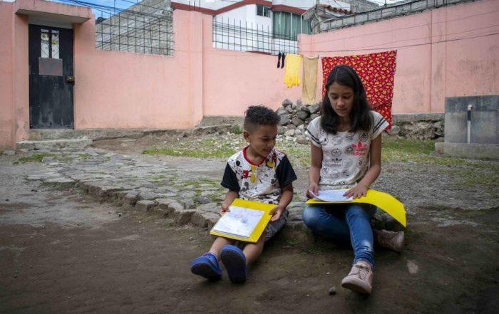niños venezolanos en Ecuador