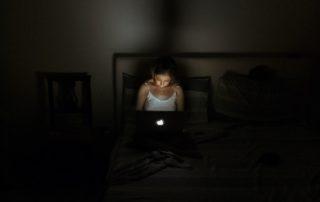 niñas sufren acoso en línea