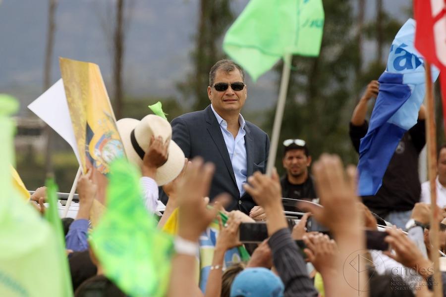 notificación roja de Interpol para Rafael Correa