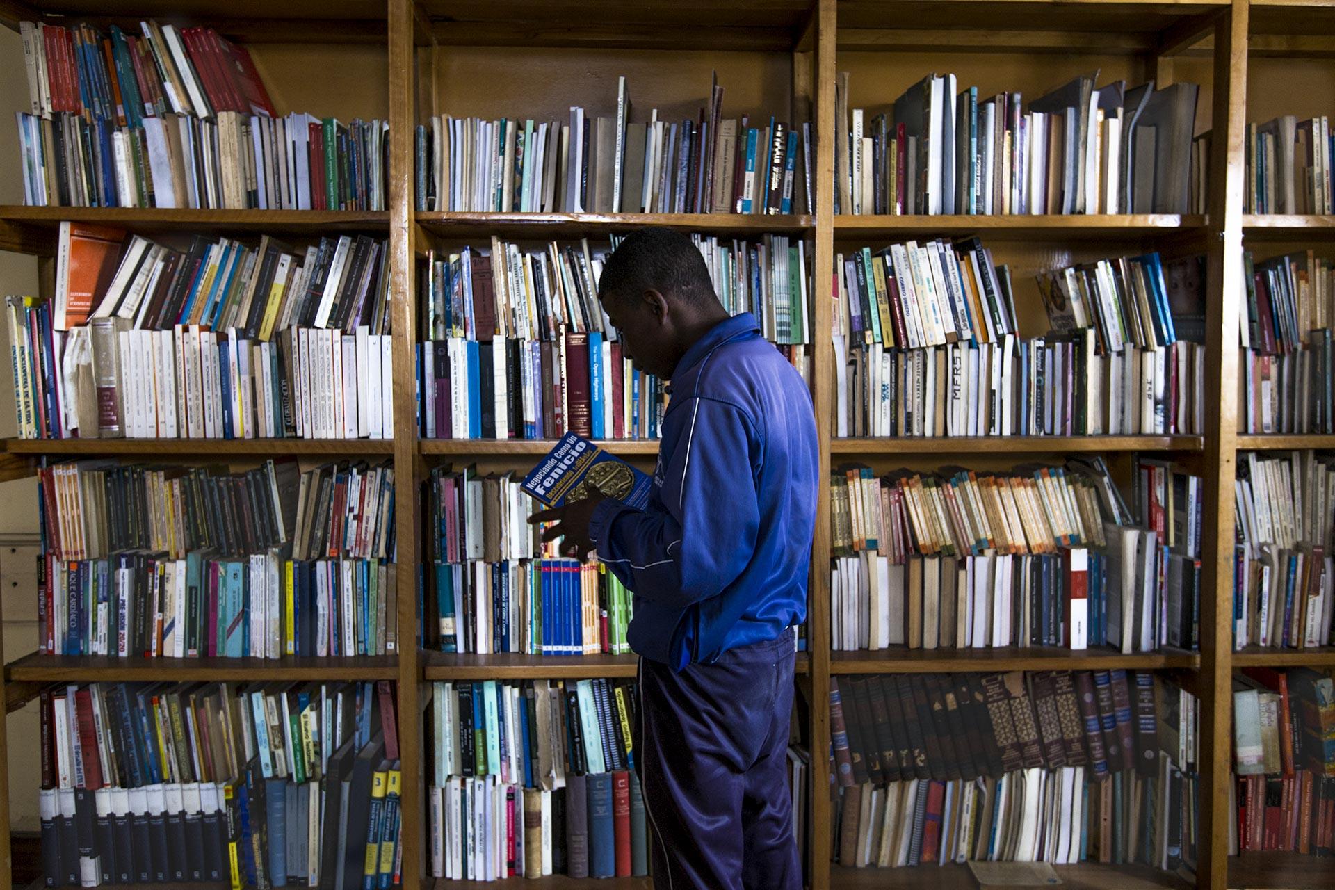 biblioteca en la cárcel de adolescentes