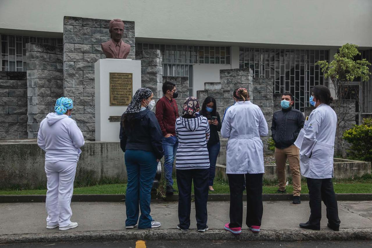 médicos en Cuenca protestan