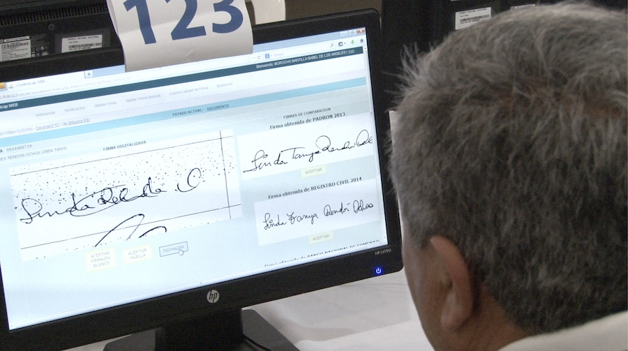 grafotécnicos que eliminaron firmas de la consulta por el Yasuní
