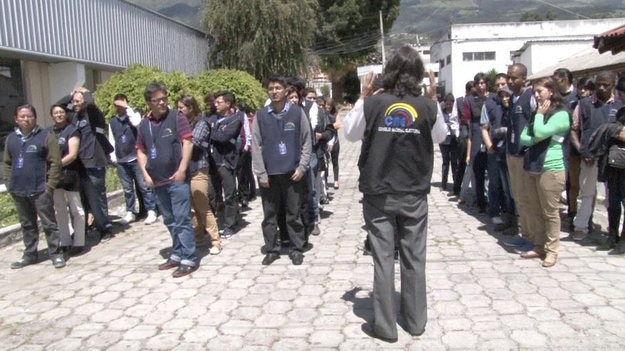 verificadores contratados por el CNE