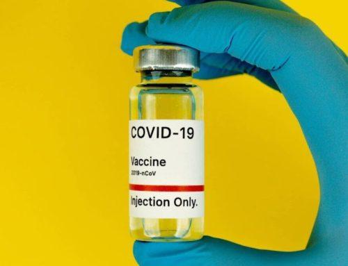 ¿Las vacunas contra el COVID-19 pueden causar reacciones a quienes se hayan hecho retoques estéticos?