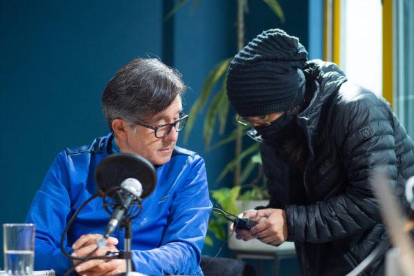 César Montúfar llegó solo a la entrevista y solamente cuando ya terminó, llegó una persona más. Fotografía de Eduardo León para GK.